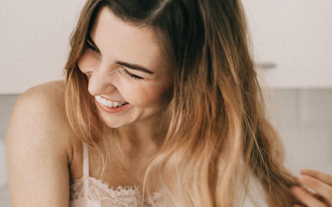 5 lengvi būdai, kaip prižiūrėti plaukus pavasarį